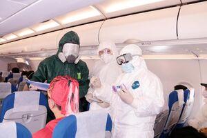 ترس خلبان از کرونا در فرودگاه چین +عکس