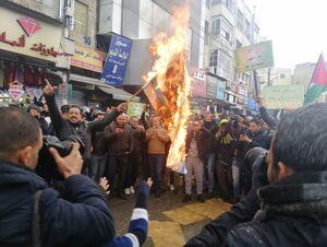 عکس/ آتش زدن پرچم رژیم صهیونیستی در اردن