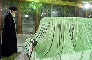 حضور رهبرانقلاب در مرقد مطهر امام خمینی(ره)
