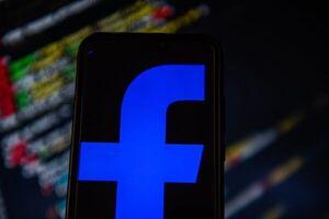 فیس بوک به دنبال انتخاب مجدد ترامپ