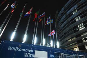 عکس/ پایین کشیدن پرچم انگلیس در مقر اتحادیه اروپا