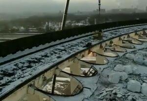 فیلمی وحشتناک از تخریب استادیوم با اشتباه کارگر!