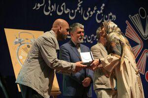 دروغ  دبیر اجرایی جشنواره شعر فجر درباره یک شاعر زن
