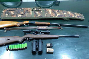 کشف ۱۶۷ هزار دلار و چندین قبضه سلاح غیرمجاز از یک منزل مسکونی