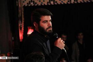 عکس/ مداحی میثم مطیعی در همایش سلیمانیها در یزد