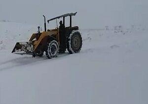 دریفت با تراکتور در برف! +فیلم