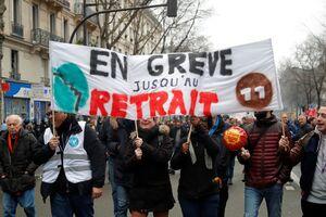 پزشکان و وکلای فرانسوی هم به تظاهرات علیه ماکرون پیوستند