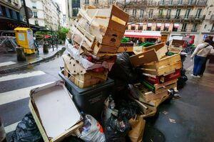 عکس/ تلمبار شدن زبالهها در پاریس