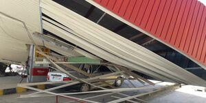 عکس/ ریزش سقف پمپ بنزین با برخورد کامیون