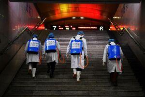 ضدعفونی کردن پلهها در چین