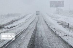 برف و کولاک در برخی محورهای کردستان
