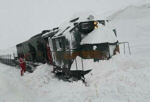 قطار در برف