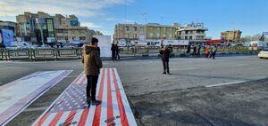 عکس یادگاری ۲۲ بهمن روی پرچم آمریکا