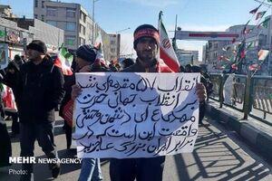 دست نوشته در راهپیمایی
