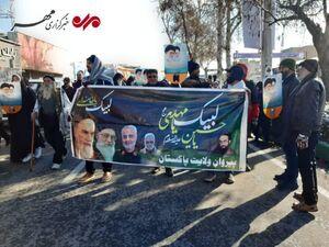 حضور جمعی از مردم پاکستان در جشن انقلاب اسلامی