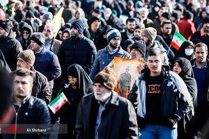 فیلم/ خیل جمعیت از پل حافظ به سمت میدان آزادی