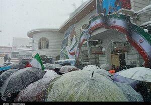 فیلم/ حضور مردم انقلابی رشت با وجود برف و کولاک