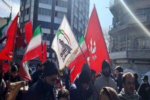 عکس/ جوانان با پرچم الحشد الشعبی در راهپیمایی