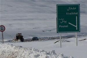 فیلم/ برف سه متری در اردبیل و تلاش امدادگران