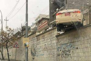 تصویری عجیب از تصادف خودرو در یکی از خیابان های شهر سلیمانیه در اقلیم کردستان عراق