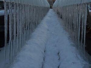 عکس/ قندیلهای یخی طویل در ارومیه