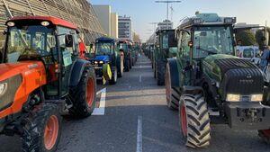 اعتراض گسترده کشاورزان با تراکتور در اسپانیا