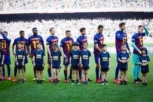 عکس/ حمایت جالب بازیکنان بارسلونا از دمبله