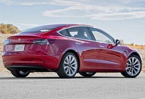 خودروی تسلا با یک بار شارژ ۶۵۰ کیلومتر طی خواهد کرد
