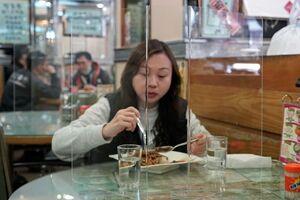 عکس/ پیشگیری از شیوع کرونا در یک رستوران