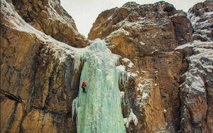 عکس/ آبشار یخی در جاده چالوس