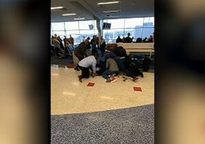 درگیری وحشتناک پلیس تگزاس با مظنون خطرناک در فرودگاه +فیلم