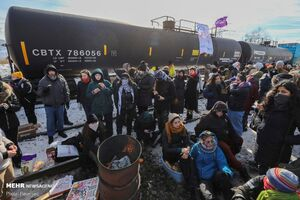 عکس/ اعتراض علیه احداث خط لوله گاز در کانادا