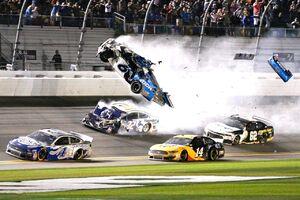 عکس/ تصادف شدید در مسابقات اتومبیلرانی