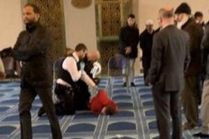 حمله یک نژادپرست با چاقو به حاضران در مسجدی در لندن