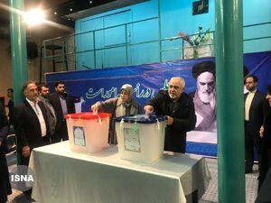 فیلم/ حضور ظریف و همسرش در انتخابات