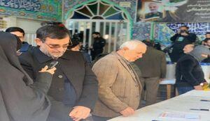 عکس/ سردار دریادار تنگسیری در شعبه اخذ رای