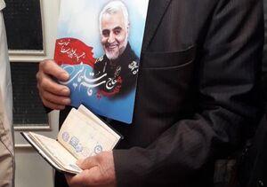 عکس/ شهروندی که  حاج قاسم را هم پای صندوق برد