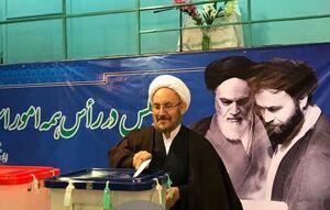 عکس/ حضور علی یونسی در حسینیه جماران