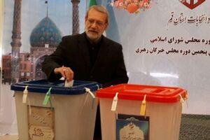 عکس/ لاریجانی هم رای خود را به صندوق انداخت