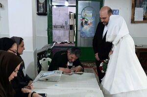 عکس/ حضور عروس و داماد پای صندوق رای در آستارا