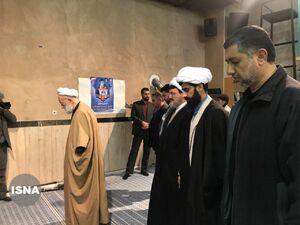 عکس/ نماز جماعت رای دهندگان در حسینیه جماران
