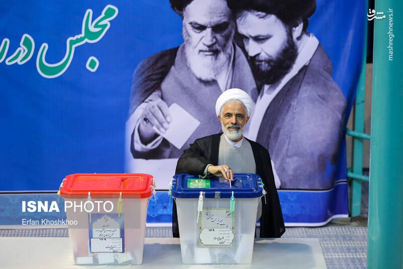 حضور مجید انصاری در پای صندوق رای حسینیه جماران - انتخابات ۹۸