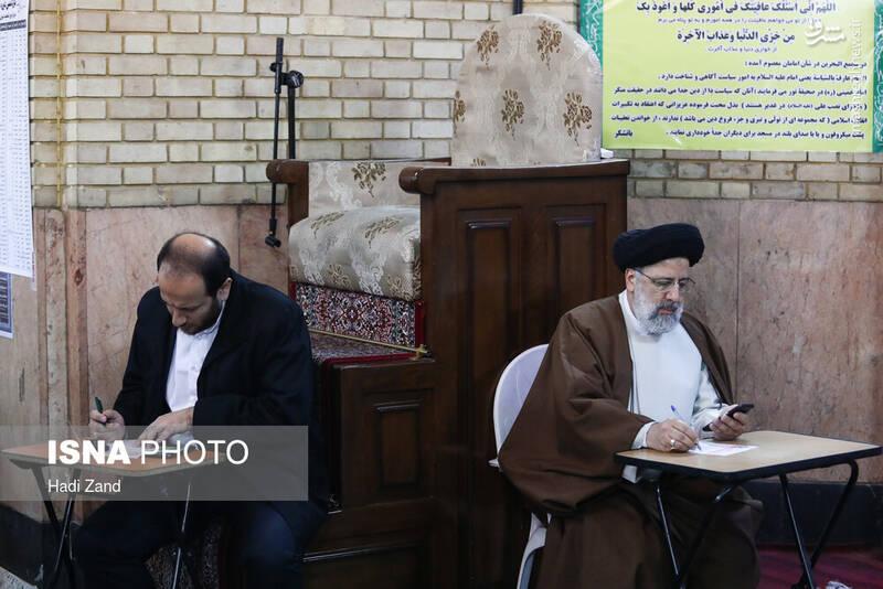 حضور سید ابراهیم رییسی رییس قوه قضاییه در پای صندوق رای مسجدشیشه محله شیخ هادی - انتخابات ۹۸