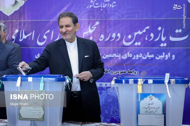 حضور اسحاق جهانگیری معاون اول رییس جمهور در پای صندوق رای در ستاد انتخابات کشور. انتخابات ۹۸