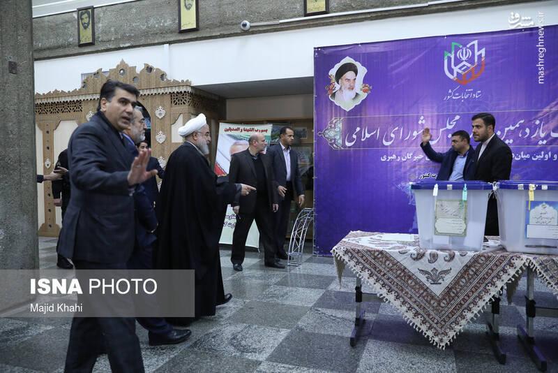 حضور حسن روحانی رییس جمهوری در پای صندوق رای در ستاد انتخابات کشور - انتخابات ۹۸