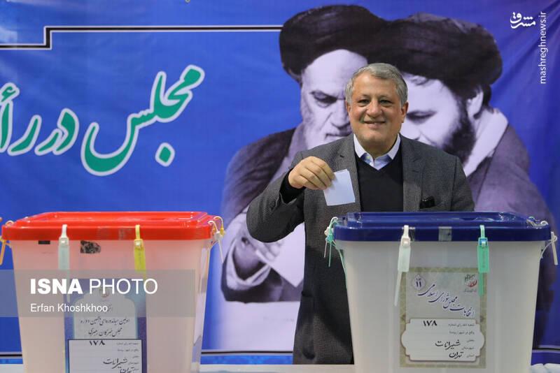 حضور محسن هاشمی رفسنجانی رییس شورای شهر تهران پای صندوق رای حسینیه جماران - انتخابات ۹۸