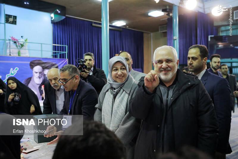 حضور محمد جواد ظریف وزیر امور خارجه در پای صندوق رای حسینیه جماران - انتخابات ۹۸