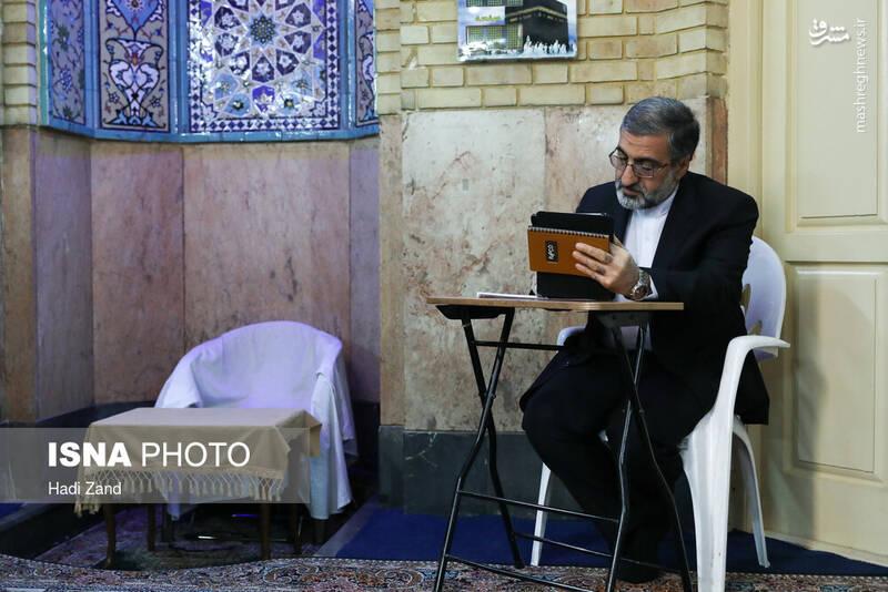 حضور غلامحسین اسماعیلی سخنگوی قوهی قضاییه در پای صندوق رای مسجد شیشه محله شیخ هادی - انتخابات ۹۸