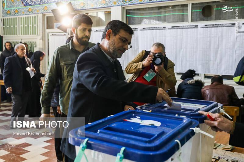 حضور فرمانده نیروی دریایی سپاه پای صندوق رای در مسجد النبی نارمک -انتخابات ۹۸