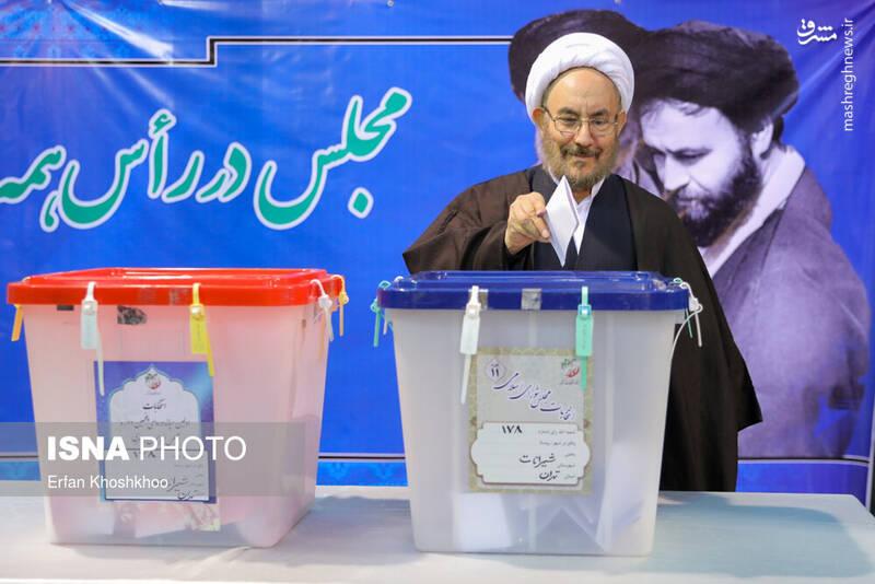 حضور علی یونسی در پای صندوق رای حسینیه جماران - انتخابات ۹۸